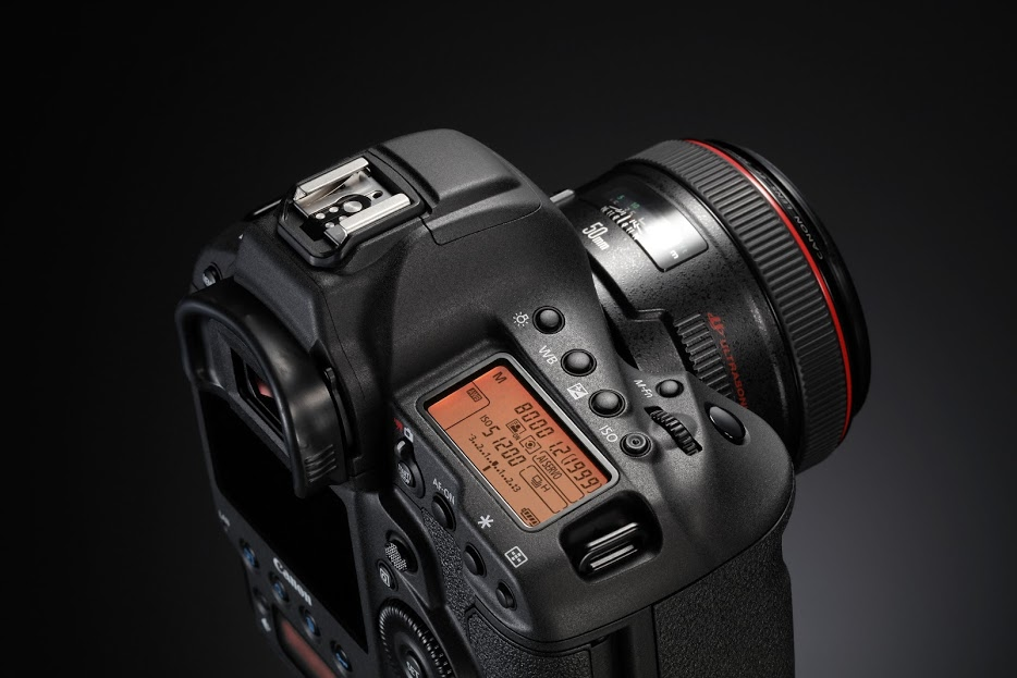 TREX EF 50mm USM BK BEAUTY 02